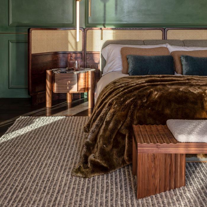 Villa Bed Pedestal